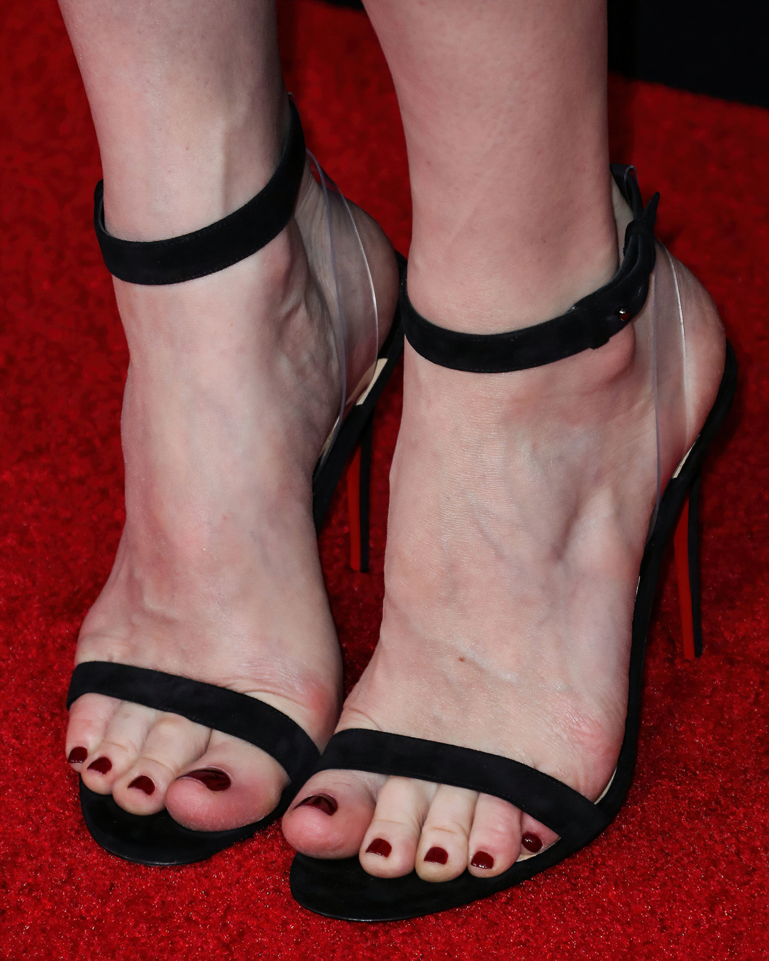 Liv Tyler Toes photo 28