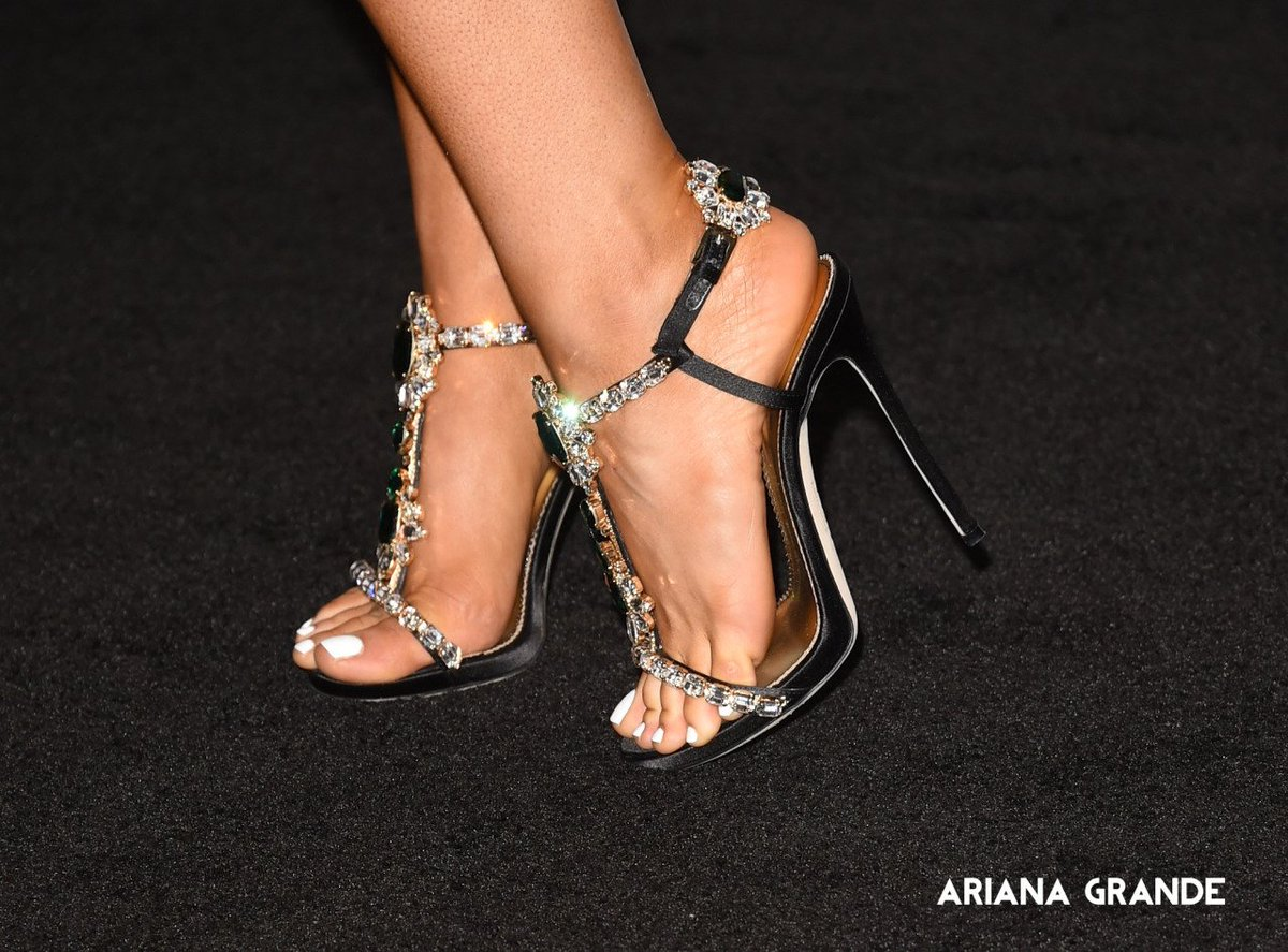 Does Ariana Grande Have A Foot Fetish photo 25