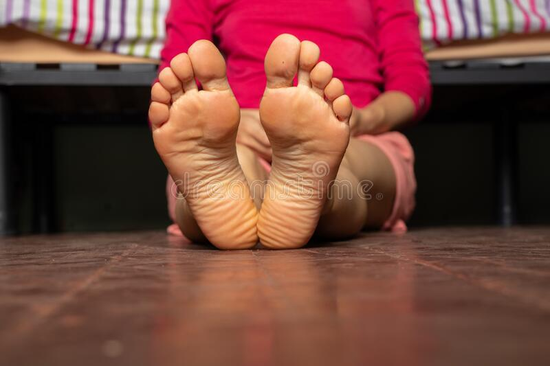 Pictures Of Womens Bare Feet photo 3