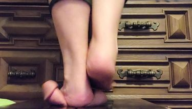 Barefoot Trample Videos photo 14
