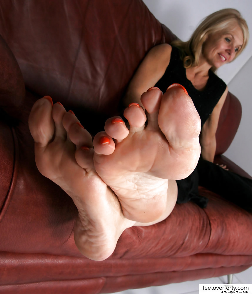 Old Woman Foot Fetish photo 4