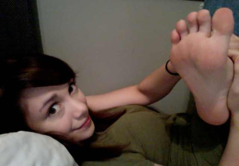 Cute Girls Feet Pictures photo 1