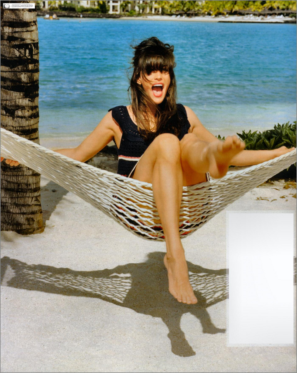 Liv Tyler Toes photo 2